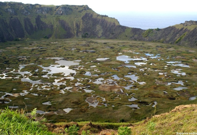 SLIDE 6 Cratère Rano Kau