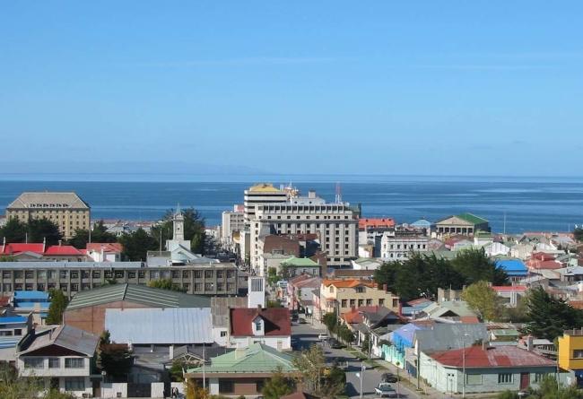 Punta Arenas En Bordure Du Détroit De Magellan Au Sud Du Chili. Patagonie, Terre De Feu