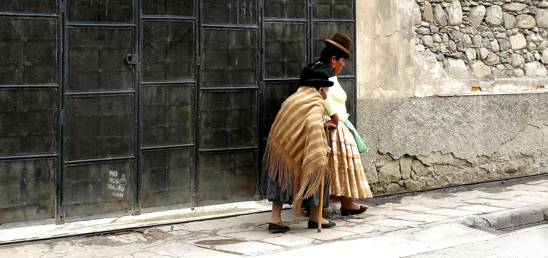 Les Cholitas Dans Les Rues De La Paz, En Bolivie