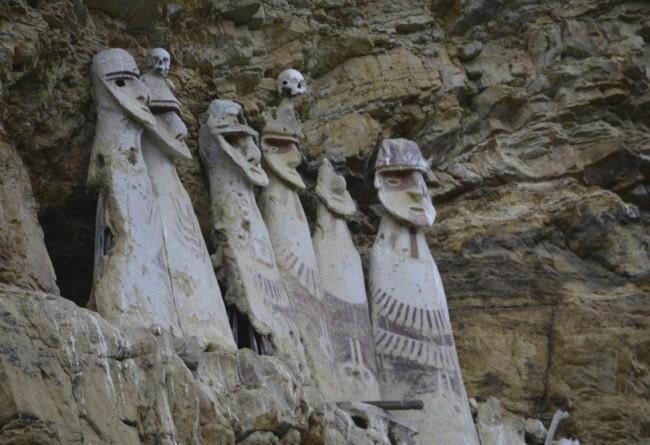 SLIDE 5 Sarcophages De Karajia
