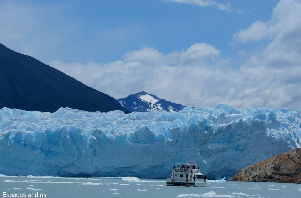 Navigation pour approcher le glacier Photo : Espaces andins