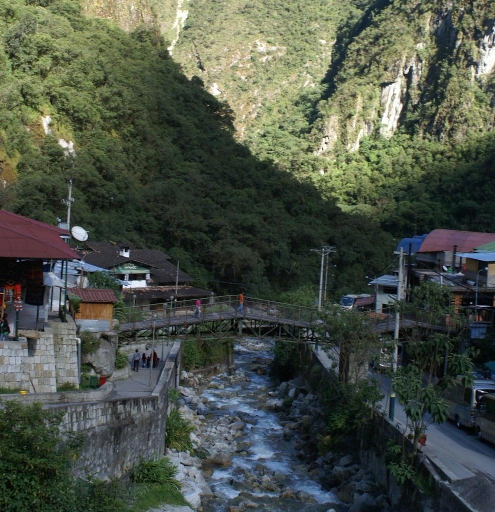 Le village de Aguas calientes au pied du Machu Picchu, Perou