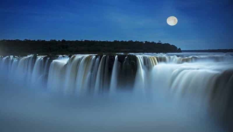 La pleine lune à Iguazu