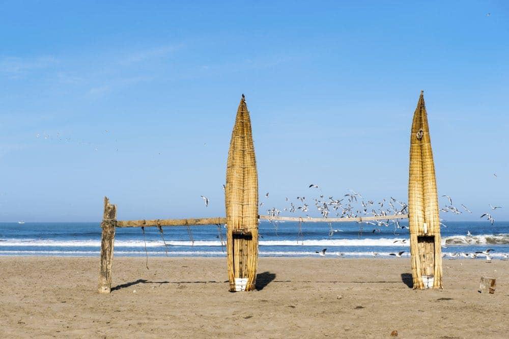 La plage de Huanchaco au nord du Pérou