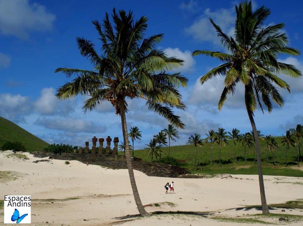 La plage d'Anakena, Ile de Pâques  / Photo : Espaces Andins