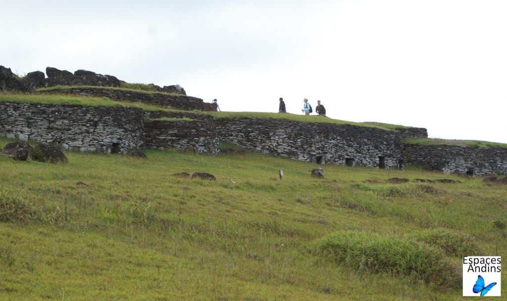 les maisons en pierre de Orongo / Photo : Espaces Andins