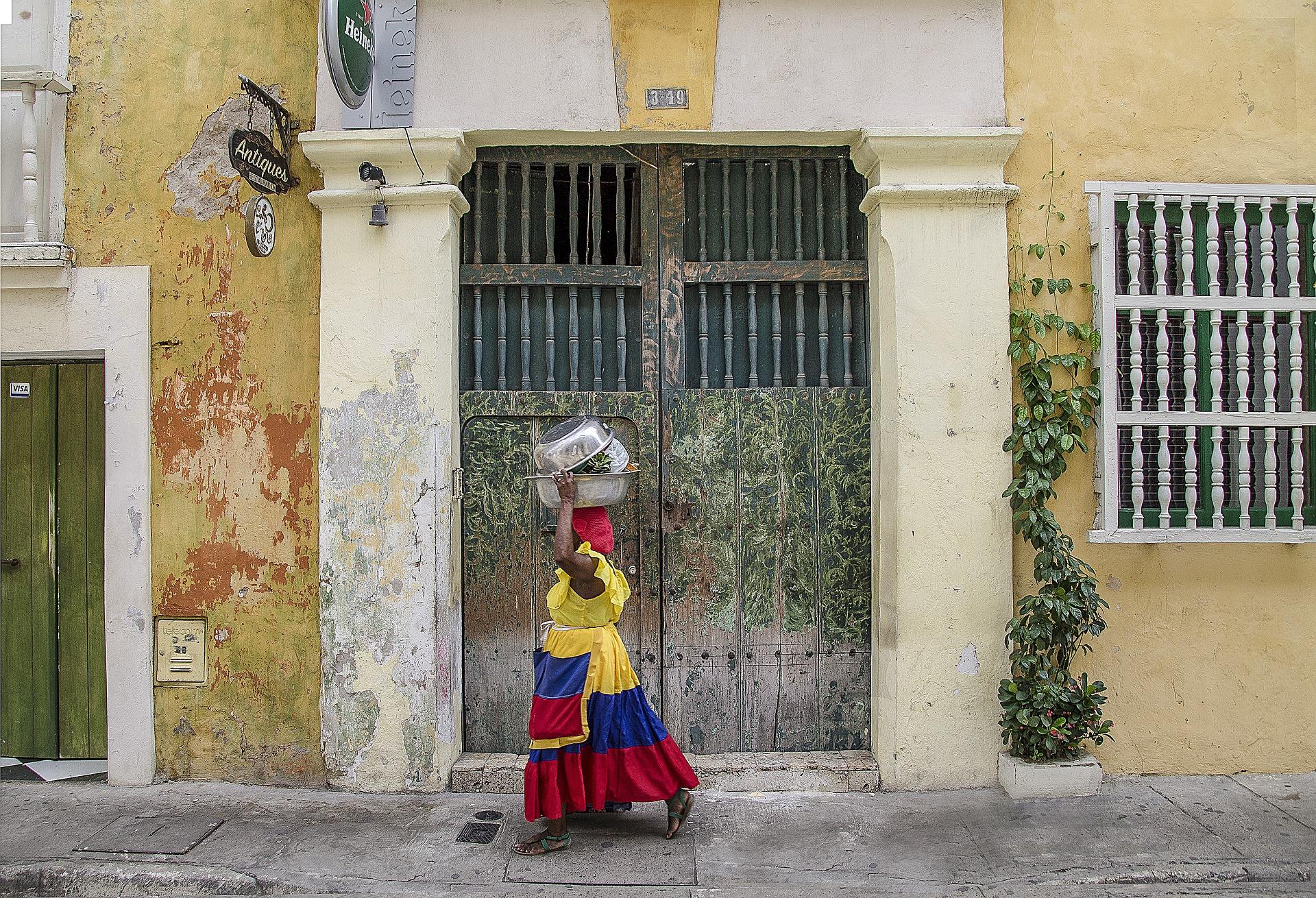 Une Dame Dans La Ville De Carthagène Des Indes