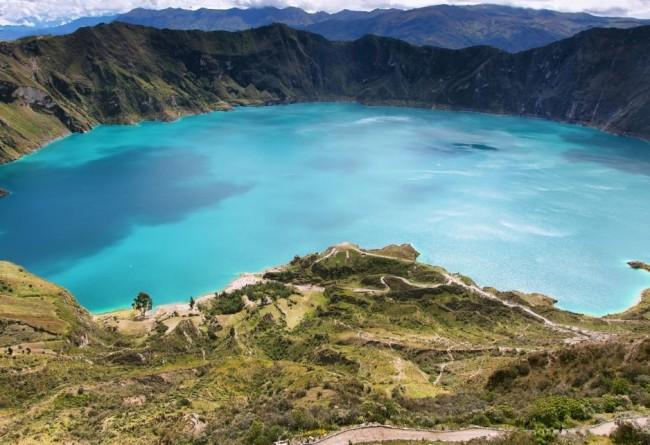 La Lagune Quilotoa Dans Les Andes Equatoriennes