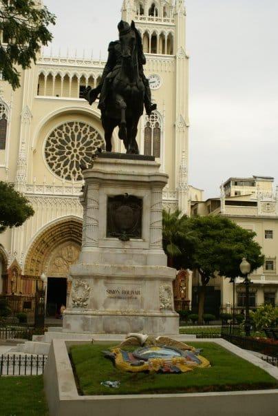 La statue Bolivar dans le parc seminario à Guayaquil // Photo : Espaces Andins