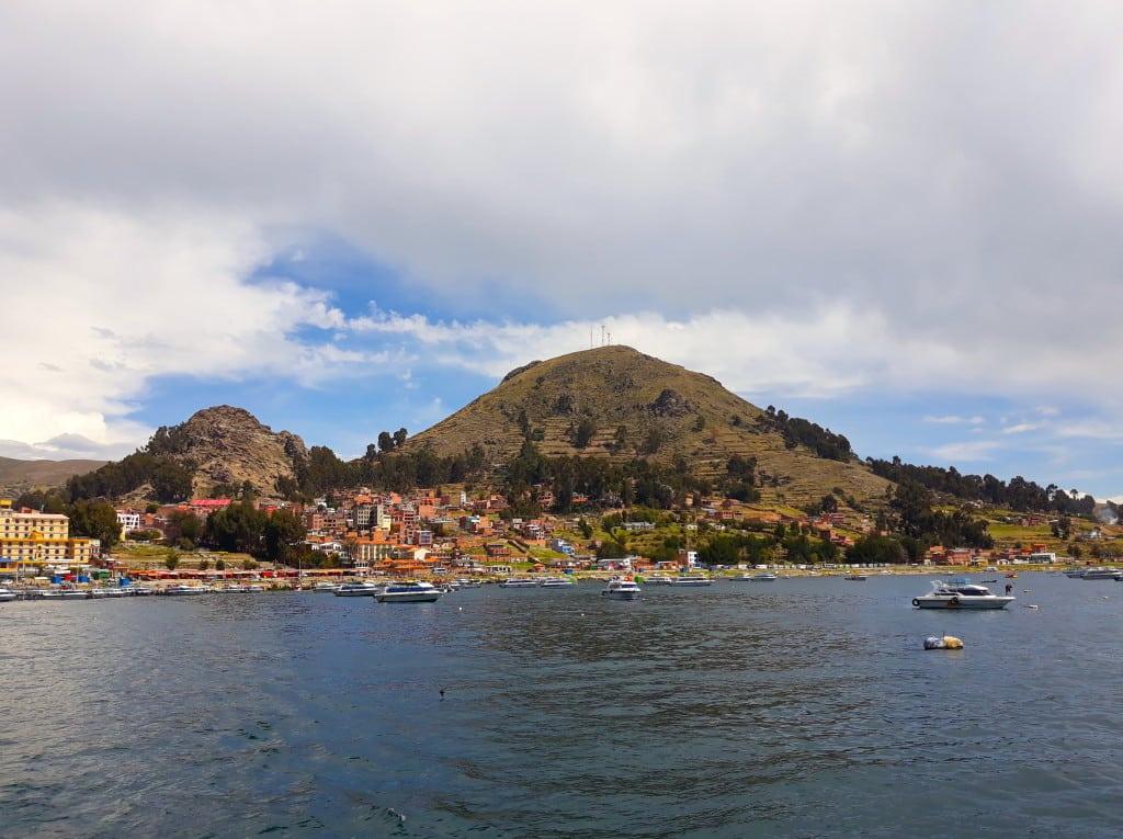 Vue sur Copacabana, en Bolivie, sur les rives du Lac Titicaca, départ pour la Isla del Sol Photo : Espaces Andins