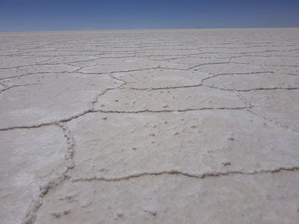 Les hexagones du Salar d'Uyuni en Bolivie Photo : Espaces Andins