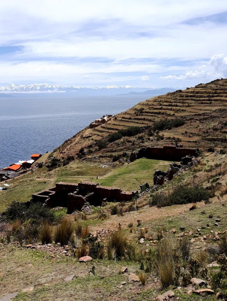 Le palais des vierges vu des hauteurs (Ile de la lune, Lac Titicaca, Bolivie) Photo : Espaces andins