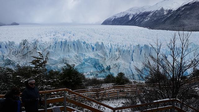 Le glacier perito moreno en hiver, en Argentine. Il est possible de partir en voyage à El Calafate en aout par exemple pour aller le voir, pendant l'hiver.