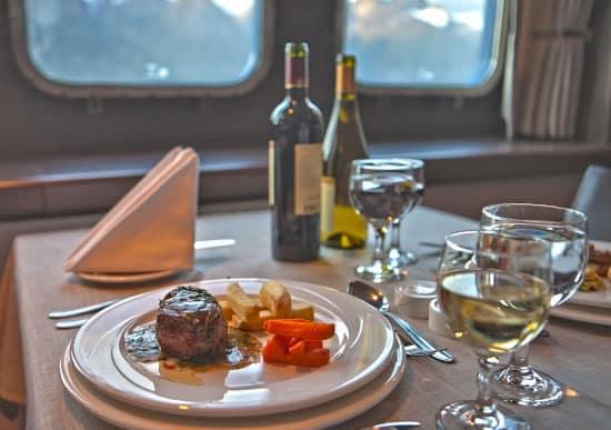Gastronomie à bord des navires australis lors de la croisière patagonie, et terre de feu