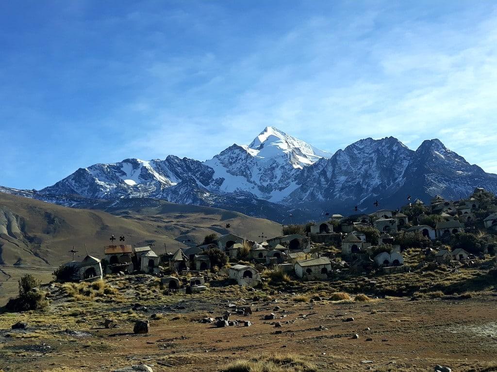 cimetière des mineurs près du Mont Huayna Potosi, en Bolivie
