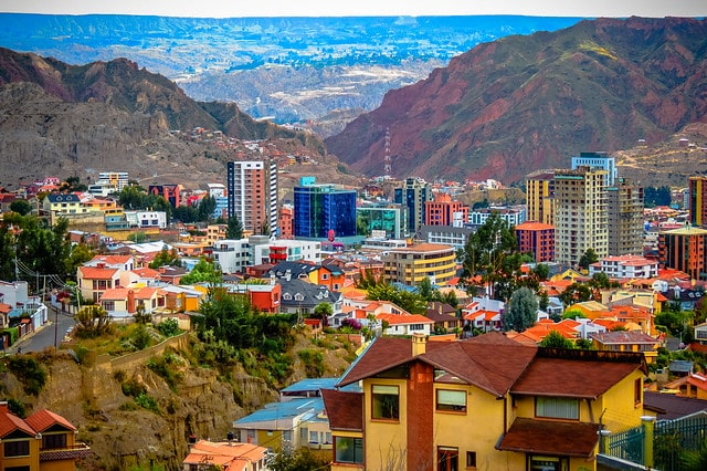 La zone sud de la ville de La Paz en Bolivie Source :https://www.google.com/search?client=safari&rls=en&q=Matthew+Straubmuller&ie=UTF-8&oe=UTF-8