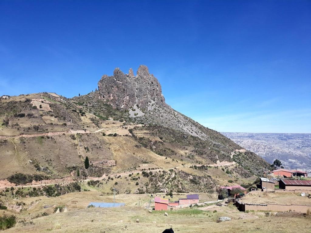 Vue du village sur la muela del diablo, excursion journée au départ de la Paz, en Bolivie