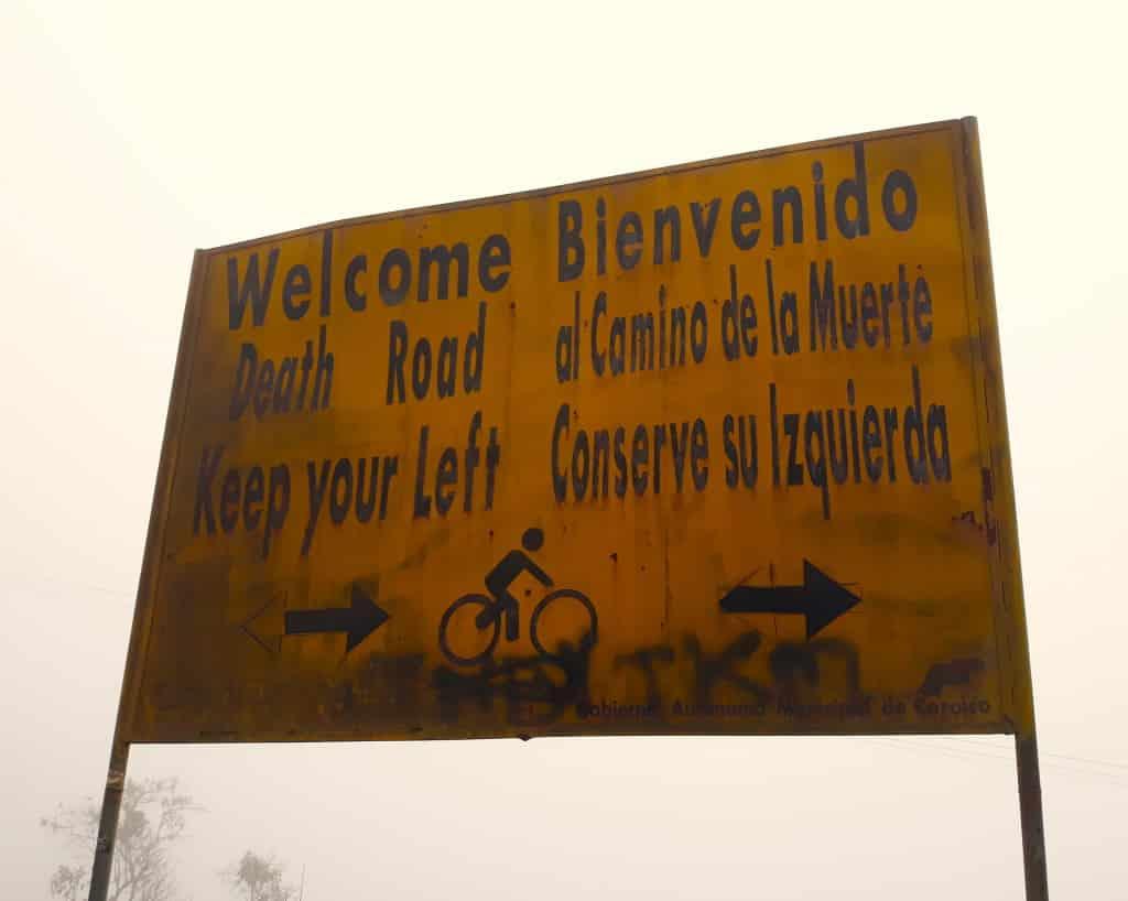 Panneau annonçant le début de la route de la mort en Bolivie