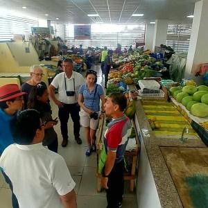 Marché Local En Equateur Pour Achats De Produits Locaux Avant Cours De Cuisine